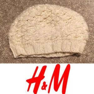 Warm H&M cream crochet hat
